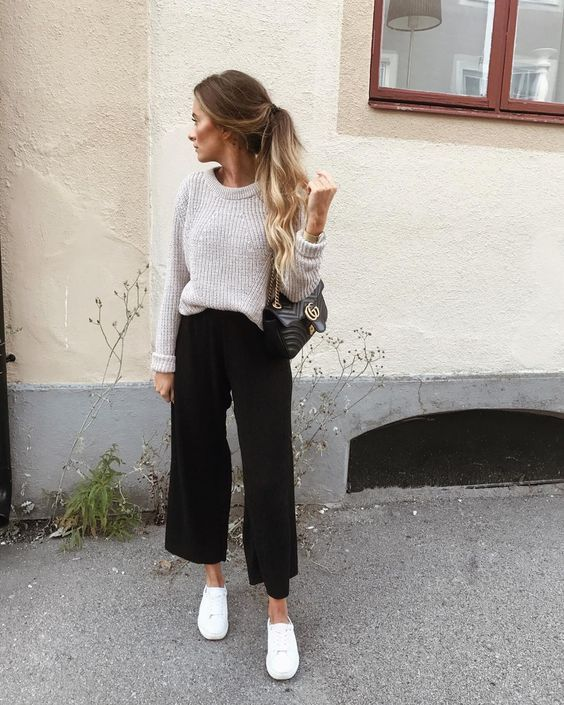 a neutral sweater, black cropped pants, white sneakers and a black bag for a cozy fall outfit