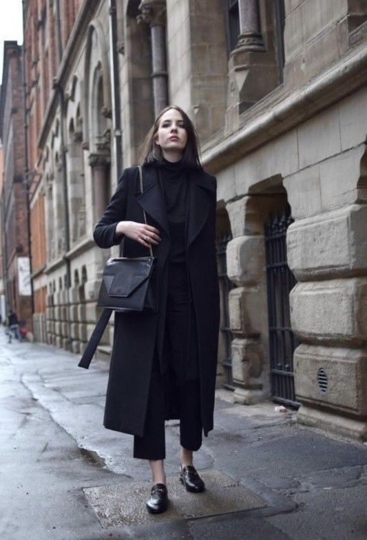 a total black look with a straight midi coat is your fall or winter option for everyday or for work