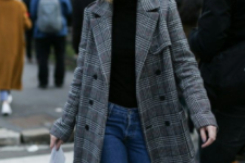 06 a beret is another cool trend with a feminine feel and a retro touch, it matches coats perfectly