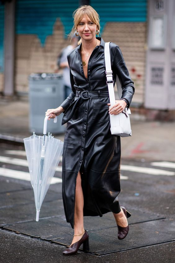 a black leather maxi dress on buttons and with a belt, brown shoes and a white bag for the fall