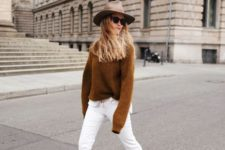 08 a simple fall look with a camel jumper, white jeans, beige boots and a neutral hat