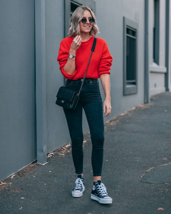 a red jumper, black high waist skinnies, black sneakers and a small black bag