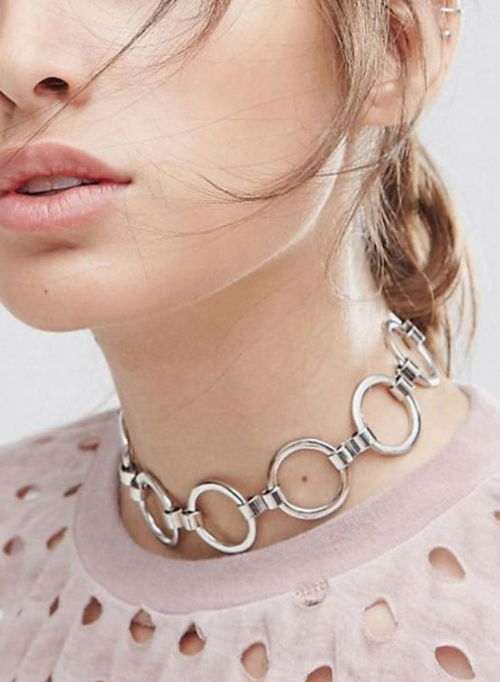 a statement O ring silver choker necklace is a gorgeous modern idea to raise your outfit to a new level