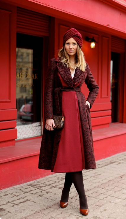 a monochromatic outfit with a burgundy knit turban is a very refined and chic idea