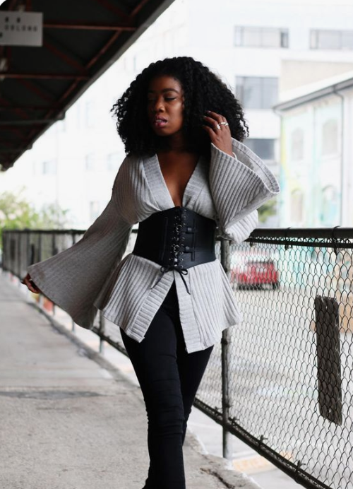 a romantic outfit with black skinnies, a grey shirt with bell sleeves, a black wide belt with lacing up