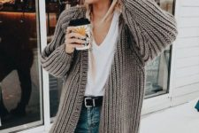 21 blue jeans, a white tee with a V-neckline, a grey chunky knit cardigan are a timeless look for the fall