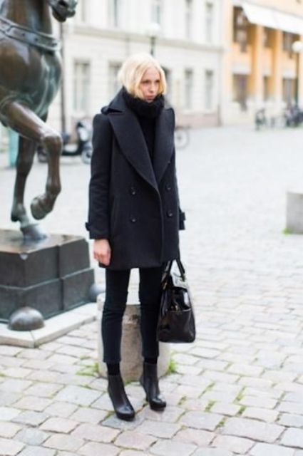a total black look with a sweater, skinnies, booties, a bag for winter is very warm and cozy