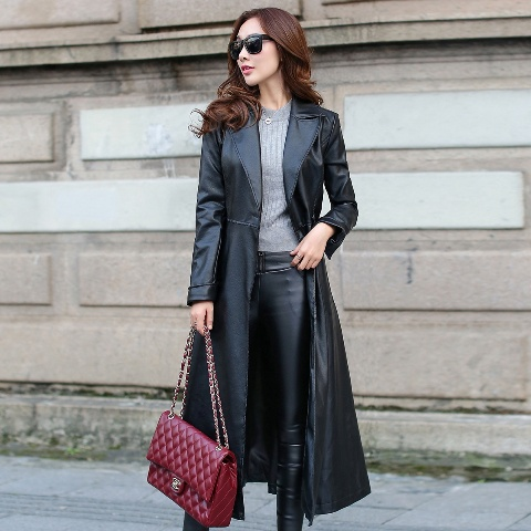 With gray shirt, black leather skinny pants and marsala chain strap bag