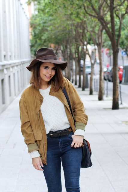 With skinny jeans, white t-shirt, black belt, brown wide brim hat and bag