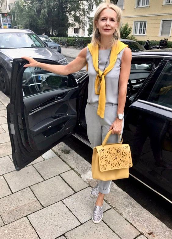 a simple grey top, sporty grey pants and snake print loafers for a trendy and simple look