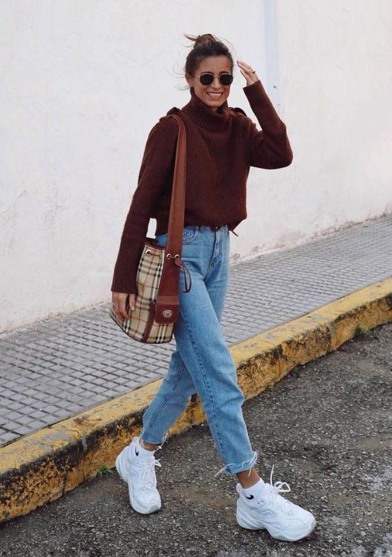 a cozy outfit with a burgundy sweater, blue high waisted straight jeans, white trainers and a plaid bag