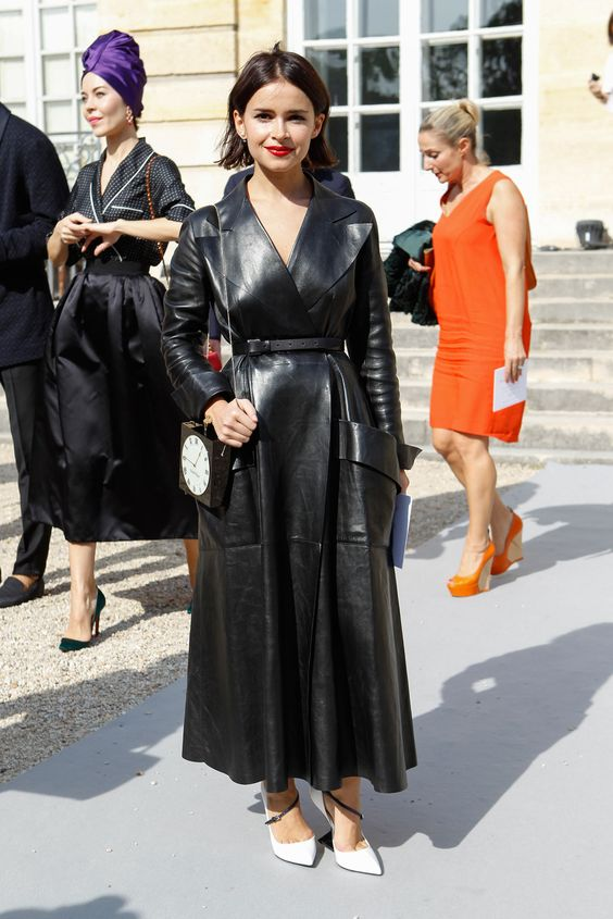 a black leather midi dress with large pockets and large lapels, white shoes and a catchy bag for a party