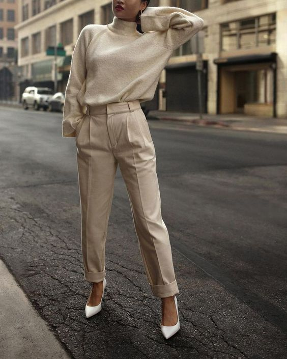 a neutral look with high waisted pants, a cashmere sweater and white shoes will always be to the point