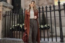 16 plaid pants, especially woolen ones, are perfect for winter, choose them cropped and rock