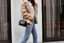 With t-shirt, faux fur jacket, skinny jeans, ankle boots and beige hat