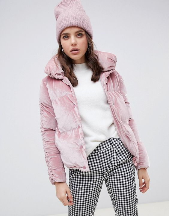 a cute look with printed pants, a white jumper, a pink beanie and a pink velvet padded jacket