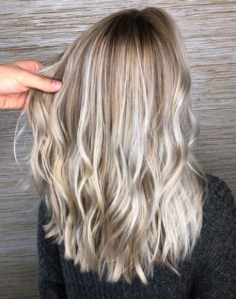 beautiful mushroom blond with slight waves and medium length is a stylish idea to wear right now
