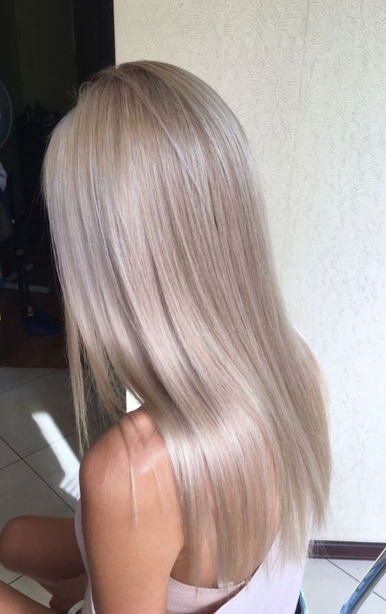 long straight hair in mushroom blond is a super chic and stylish idea to show off the trendy shade