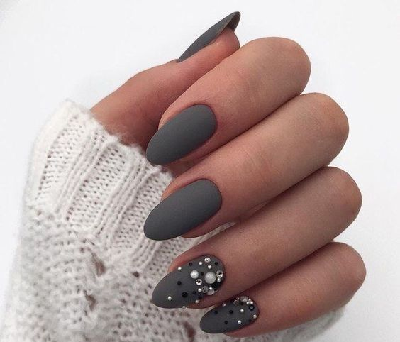 matte grey nails with beads and pearls look super girlish, chic and very wintry-like
