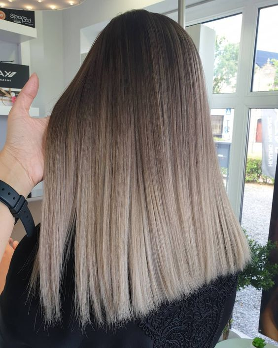 ombre medium hair with a darker root and mushroom blond is a super stylish and chic idea