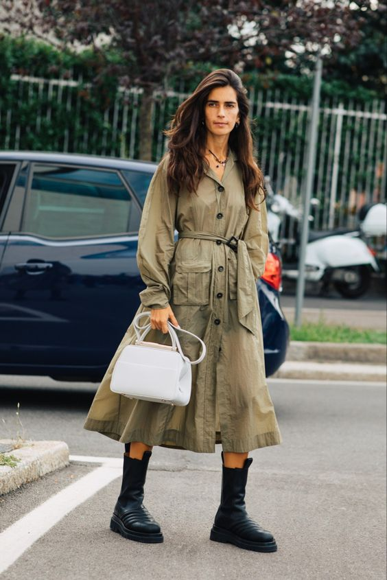 a green midi shirtdress with pockets, blakc chunky boots and a white bag for a bold look