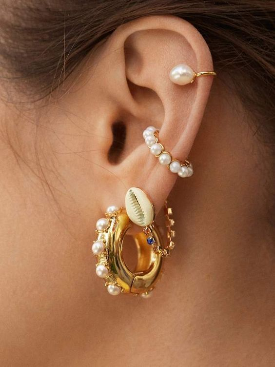 a set of catchy seashell and pearl earrings plus a cuff for those who want a super trendy touch