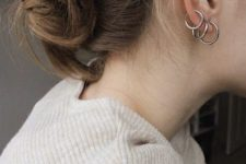 13 a stack of three minimalist yet rather chunky hoop earrings of different sizes is a cool idea