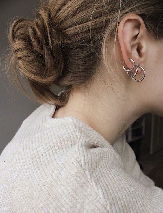 a stack of three minimalist yet rather chunky hoop earrings of different sizes is a cool idea