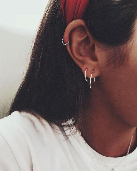 silver hoop earrings and a mathing little piercing ring with embellishements for a cool boho look