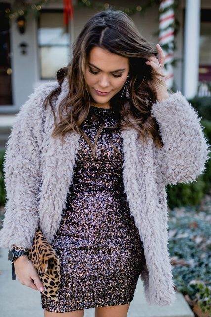 With lilac faux fur jacket and leopard clutch