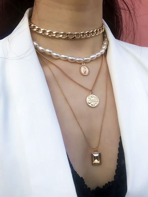 a chic necklace combo of usual and chunky chains, pendant and a pearl necklaces with a pendant