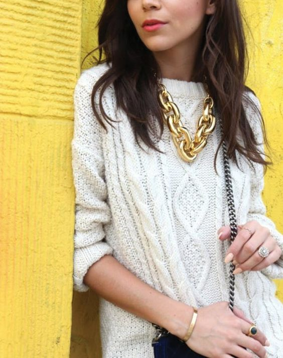 a gold chunky chain necklace looks very matching with a patterned white sweater, perfect for winter