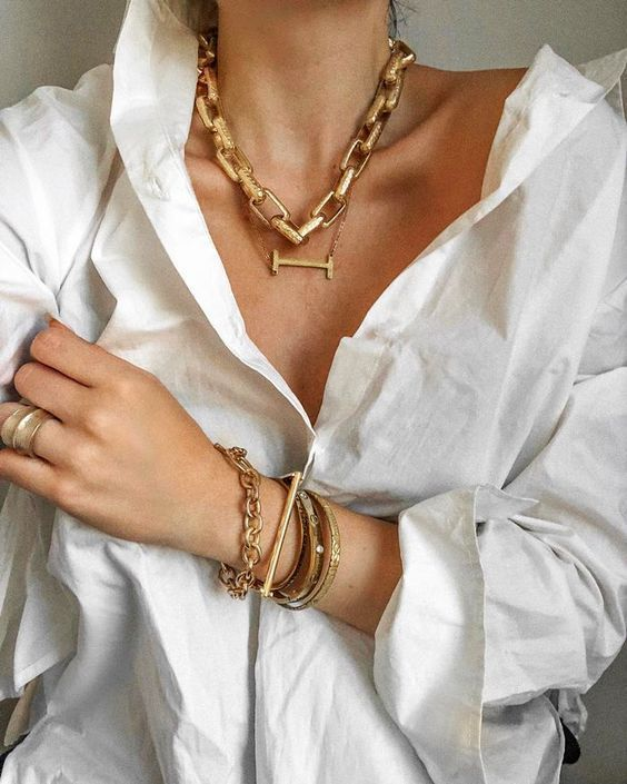 layered chunky necklaces - a chain and a bar one plus matching layered bracelets in gold for a bold look