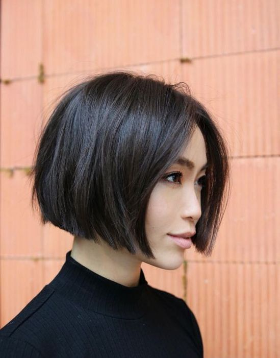 a chic and bold jawline bob with much volume and a bit of texture is a chic and bold idea