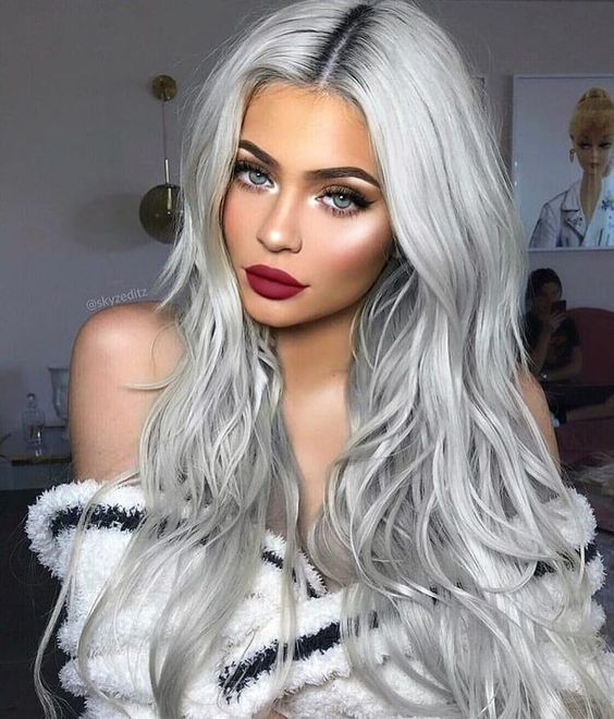 long silver blonde waves are what you need to look amazing, chic and stylish this year