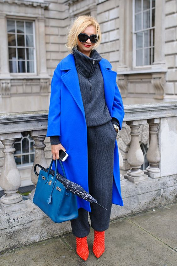 a classic blue midi coat and a lighter blue bag to highlight the bold and trendy color