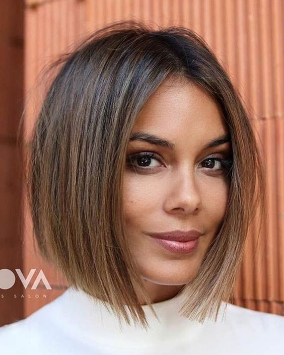 a jawline bob haircut with plenty of texture for a messy and casual feel in your look