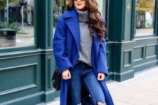 06 a grey turtleneck sweater, ripped skinnies, a classic blue coat, black shoes and a black bag
