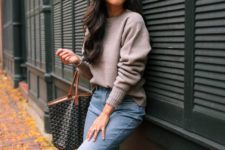 08 a neutral oversized sweater, light blue straight jeans, taupe shoes and a printed bag