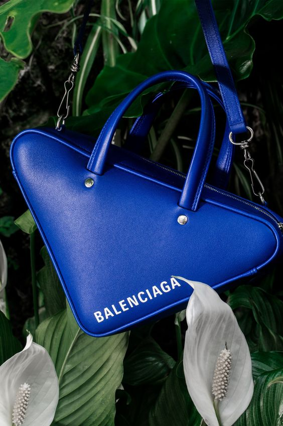 a gorgeous triangle-shaped purse by Balenciaga is a stylish and super trendy idea for this year