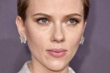10 Scarlett Johansson wearing a textural short blonde pixie looks very chic and daring