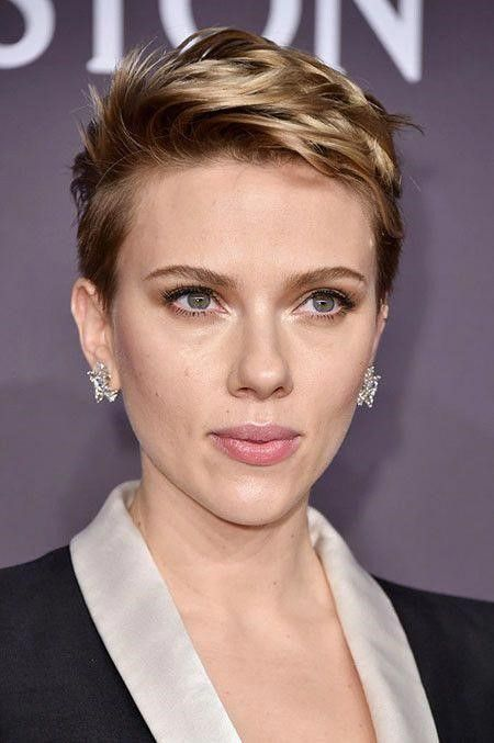 Scarlett Johansson wearing a textural short blonde pixie looks very chic and daring