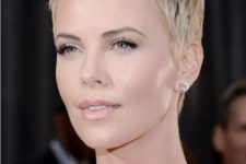 11 Charlize Theron rocking a chic short blond pixie haircut looks heavenly