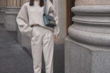 12 a neutral casual look with an oversized sweater, neutral pants, grey sneakers, a blue bag for winter