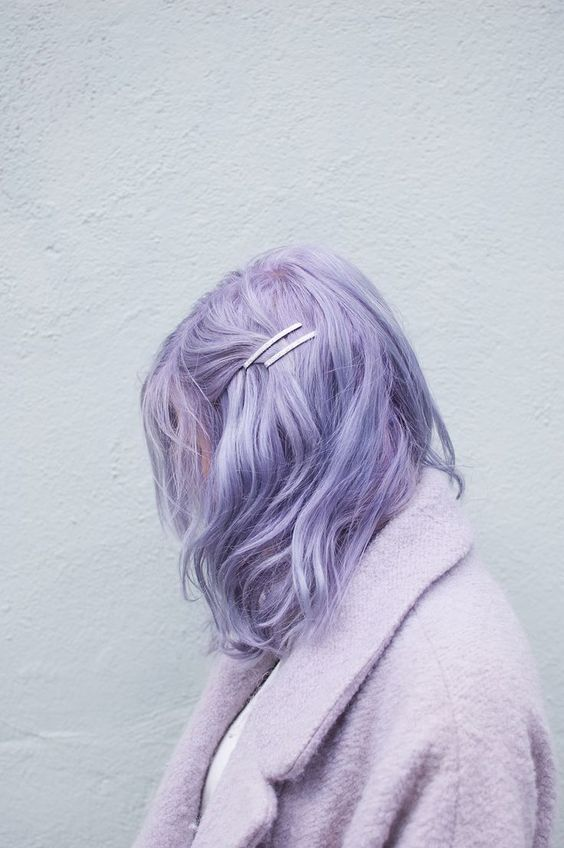 messy and wavy lilac medium length hair is a hot trend this year, feel free to rock it