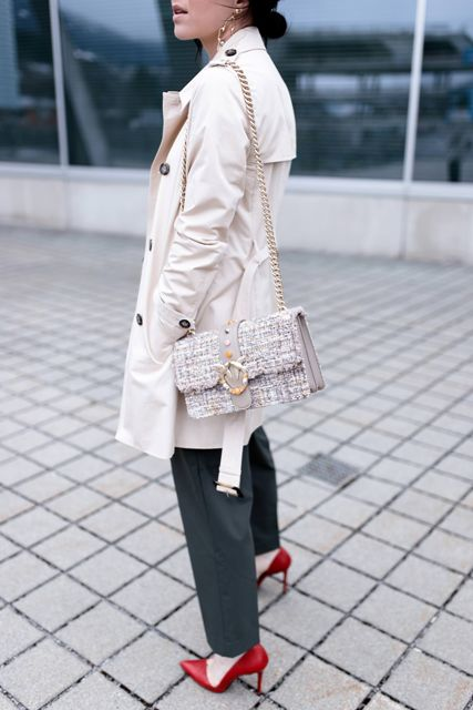 With dark gray trousers, beige trench coat and red pumps