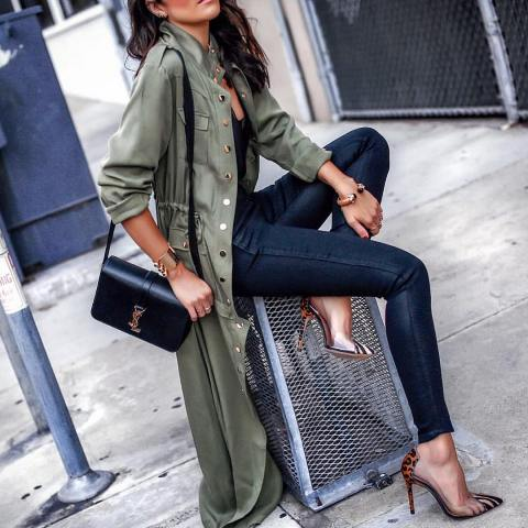 With skinny jeans, printed high heels and black leather bag