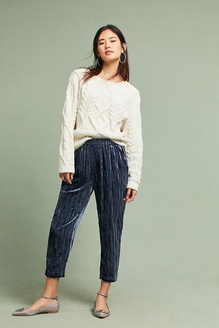 With white loose sweater and gray flat shoes