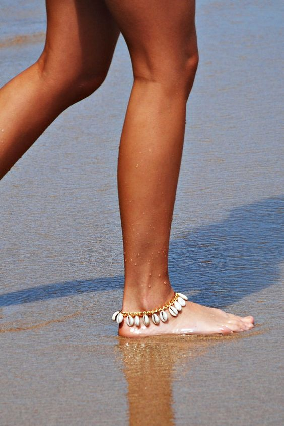 a gold chain with seashell anklet is a cool combo of two hottest jewelry trends of 2020