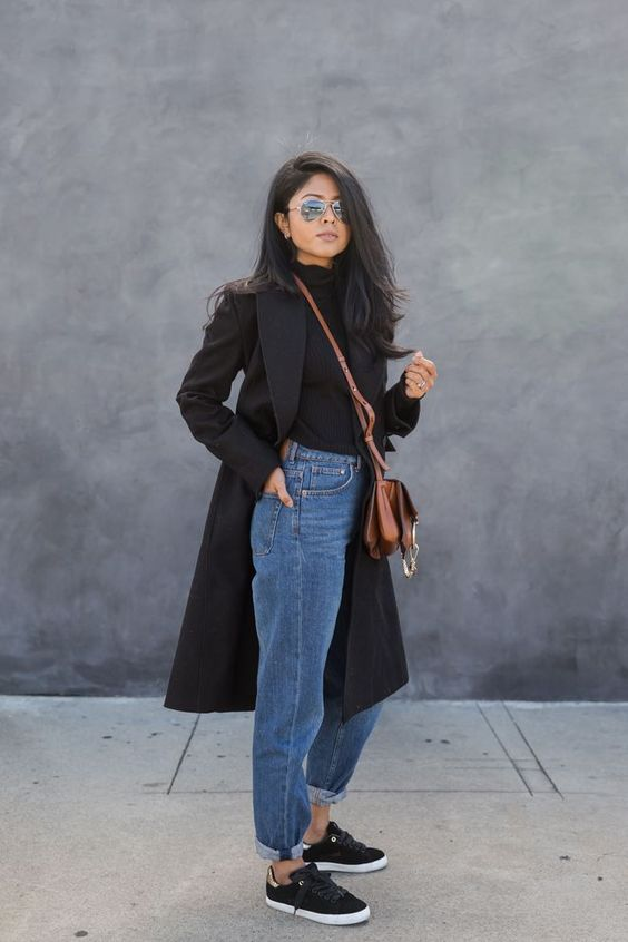 a black turtleneck, blue straight jeans, black sneakers and a black midi coat for spring